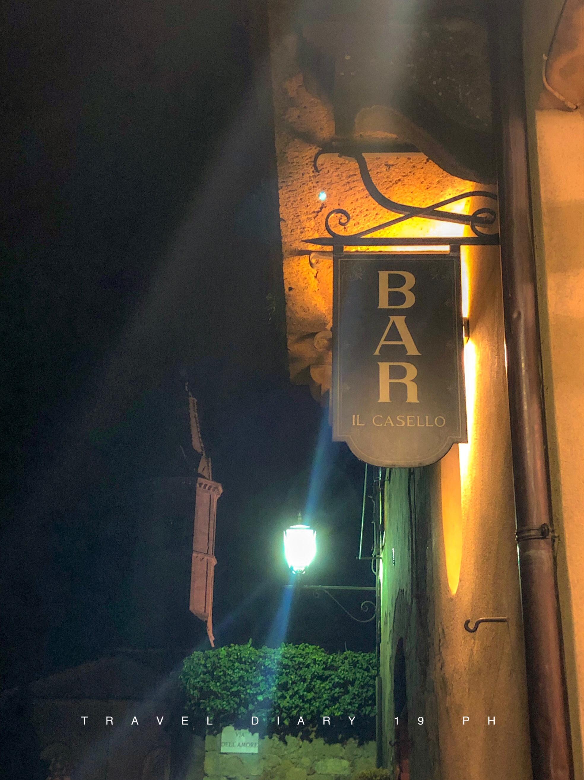 Un bar sulle mura di Pienza