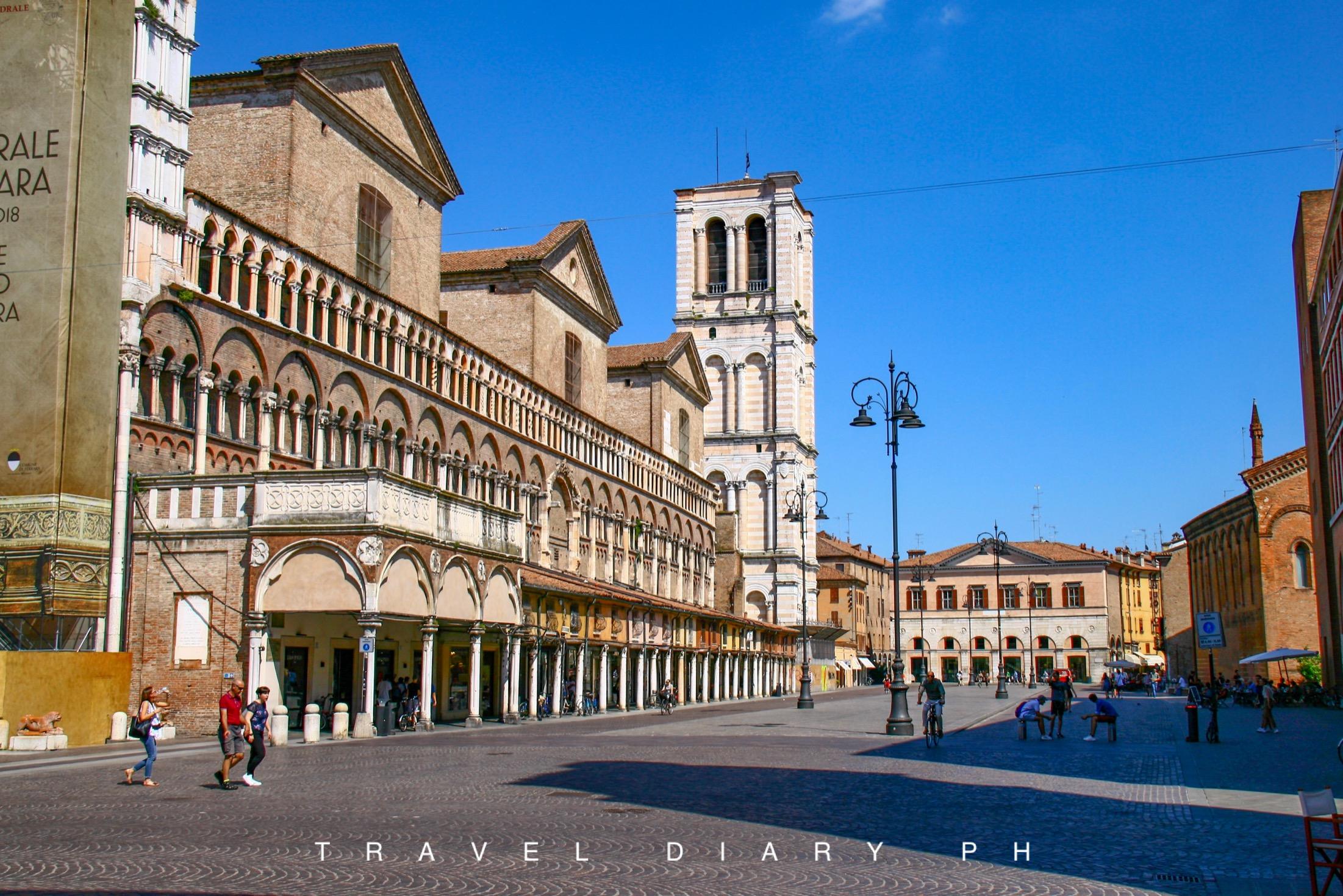 I portici della piazza principale di Ferrara