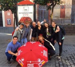 foto di gruppo free walking tour a Siviglia