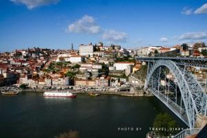 Il ponte Dom Luis che domina la città di Porto o Oporto