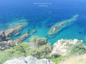 A strapiombo sul mare della Corsica